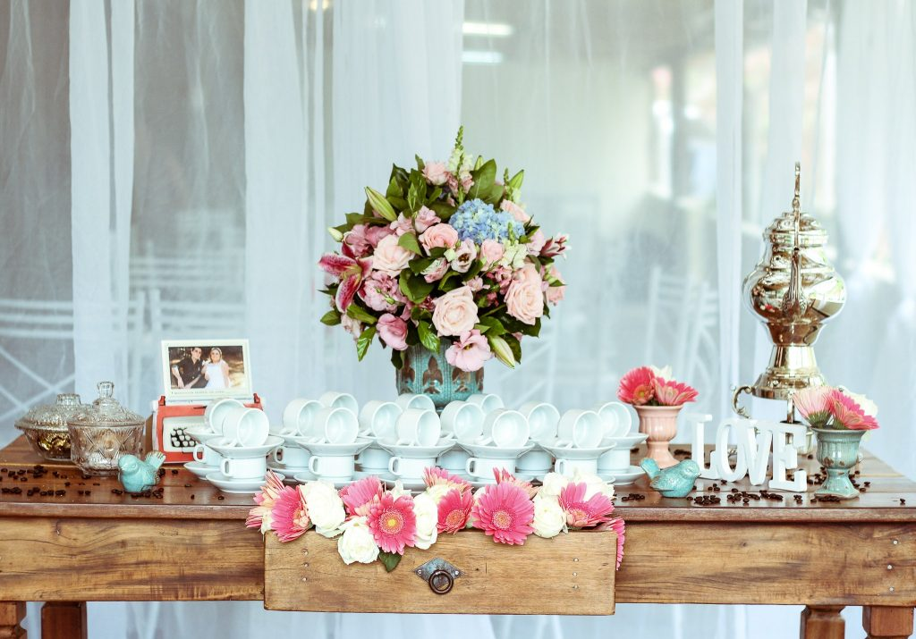 Shaby chic baby shower decor